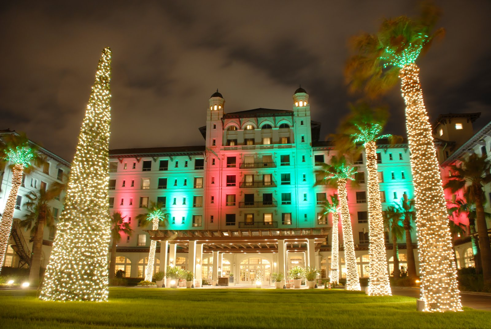 Galveston comes alive for the holidays · Montrose Star